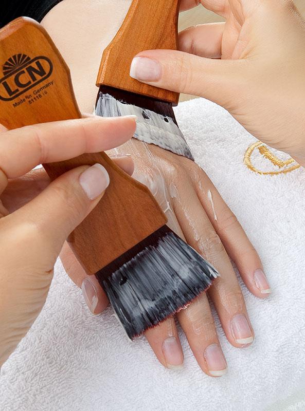 Manikyr med pleiende håndmaske fra LCN